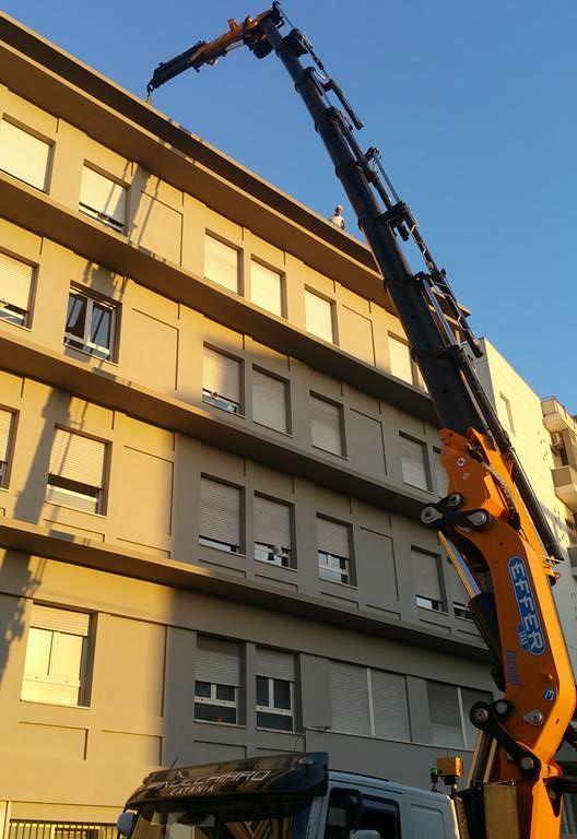 1355 gialla_Finocchiaro_Catania_sollevamento gruppo refrigerante da 2300kg07 (2)