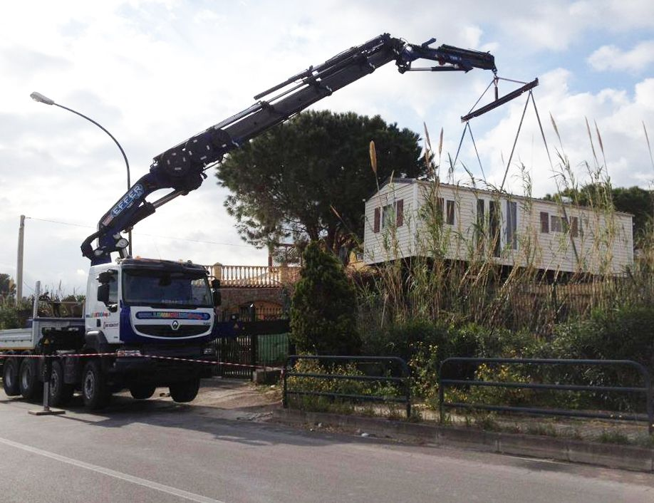 1355 Crosstab blu_Levantino Group Autogru_sollevamento pesante 2_04-2015_11
