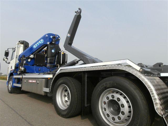 315 blu 4S con hooklift_Kluytmans_11-2013JPG